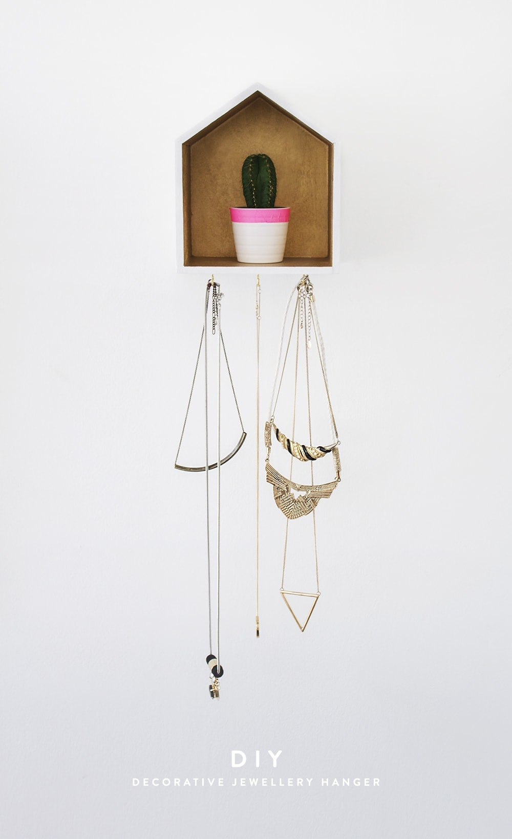DIY decorative jewellery hanger 1