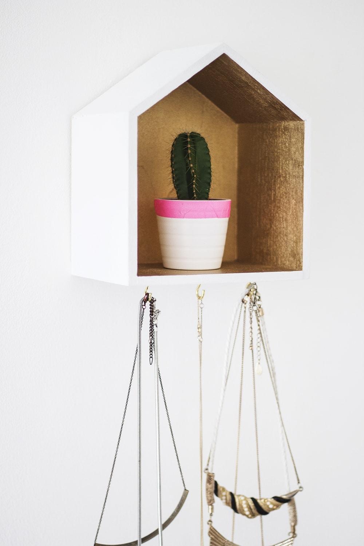 DIY decorative jewellery hanger 2
