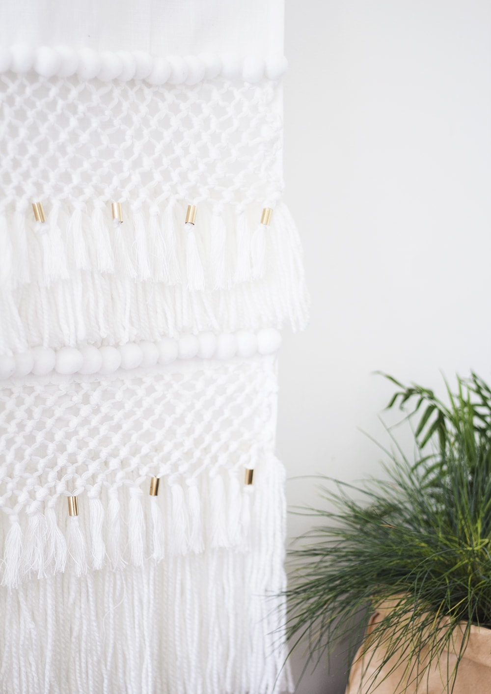 DIY no-weave wall hanging