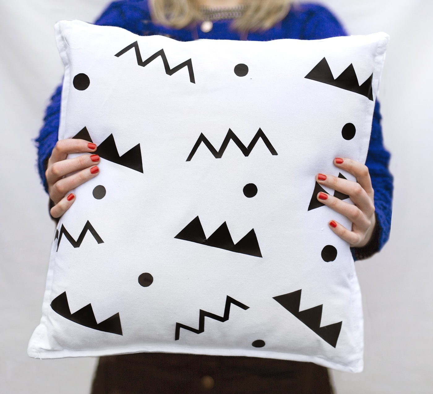 DIY easy patterned cushion idea