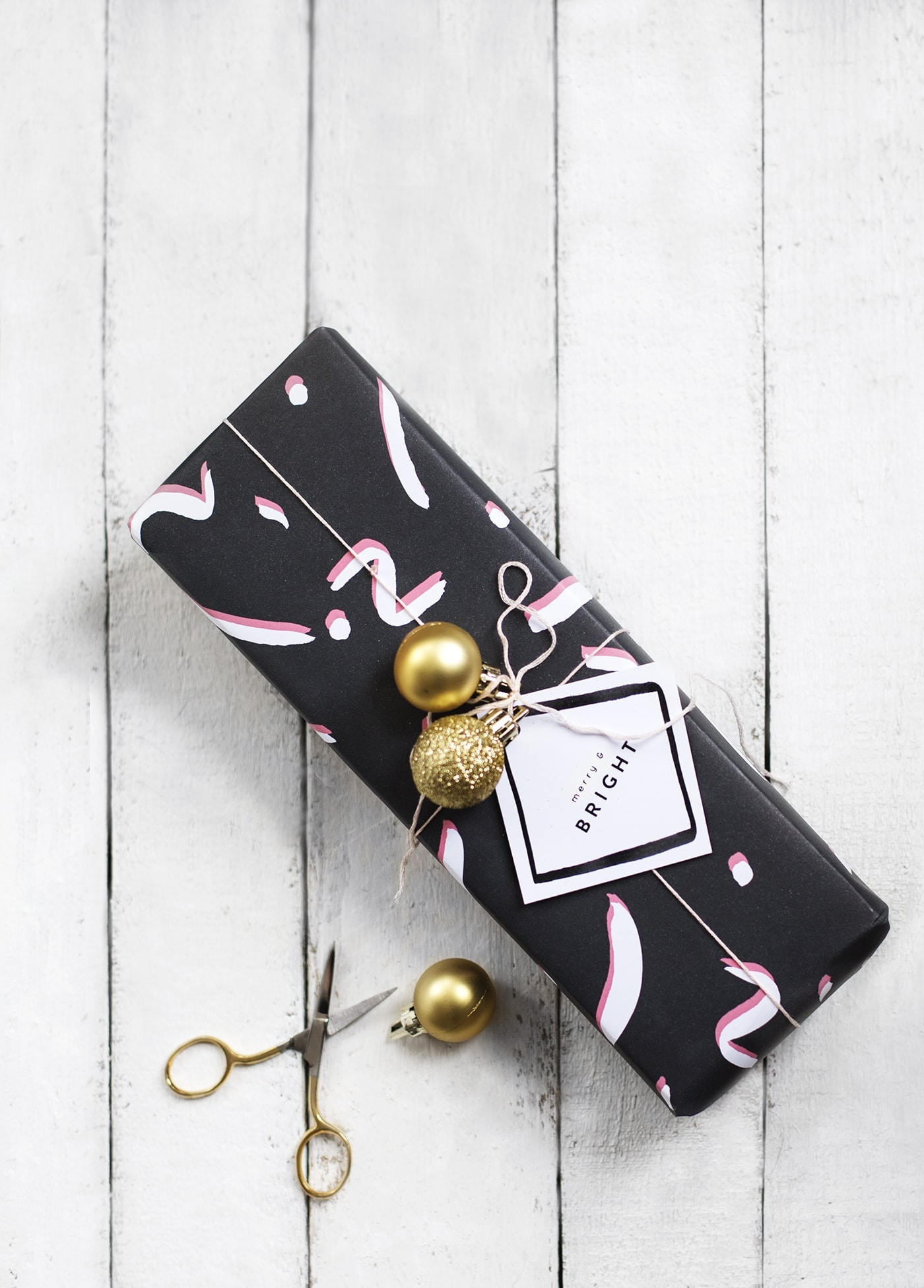 free patterned printable christmas wrap and tags | diy christmas ideas