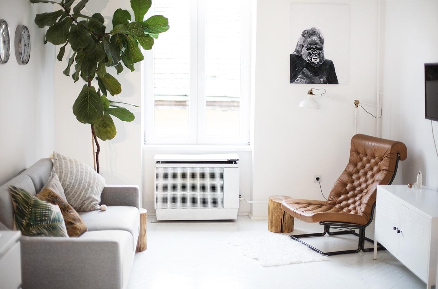 air bnb living room Budapest | the lovely drawer