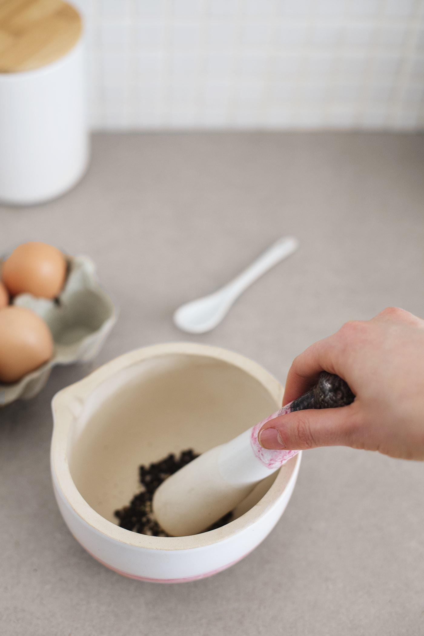 DIy dip dye effect pestal & mortar bowl | home crafts for the kitchen | porcelain paint