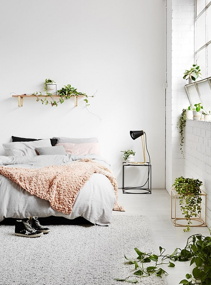 rugs in the home | bedroom | house plants | minimal decor