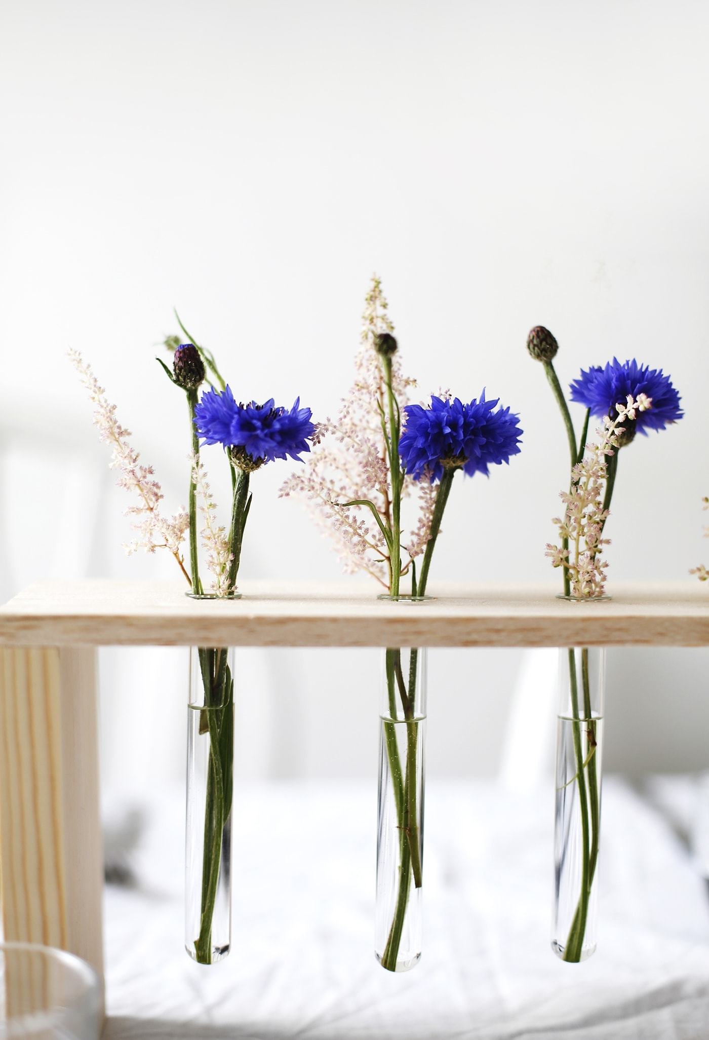 DIY floral table centre | home craft tutorials | a fun way to display flowers