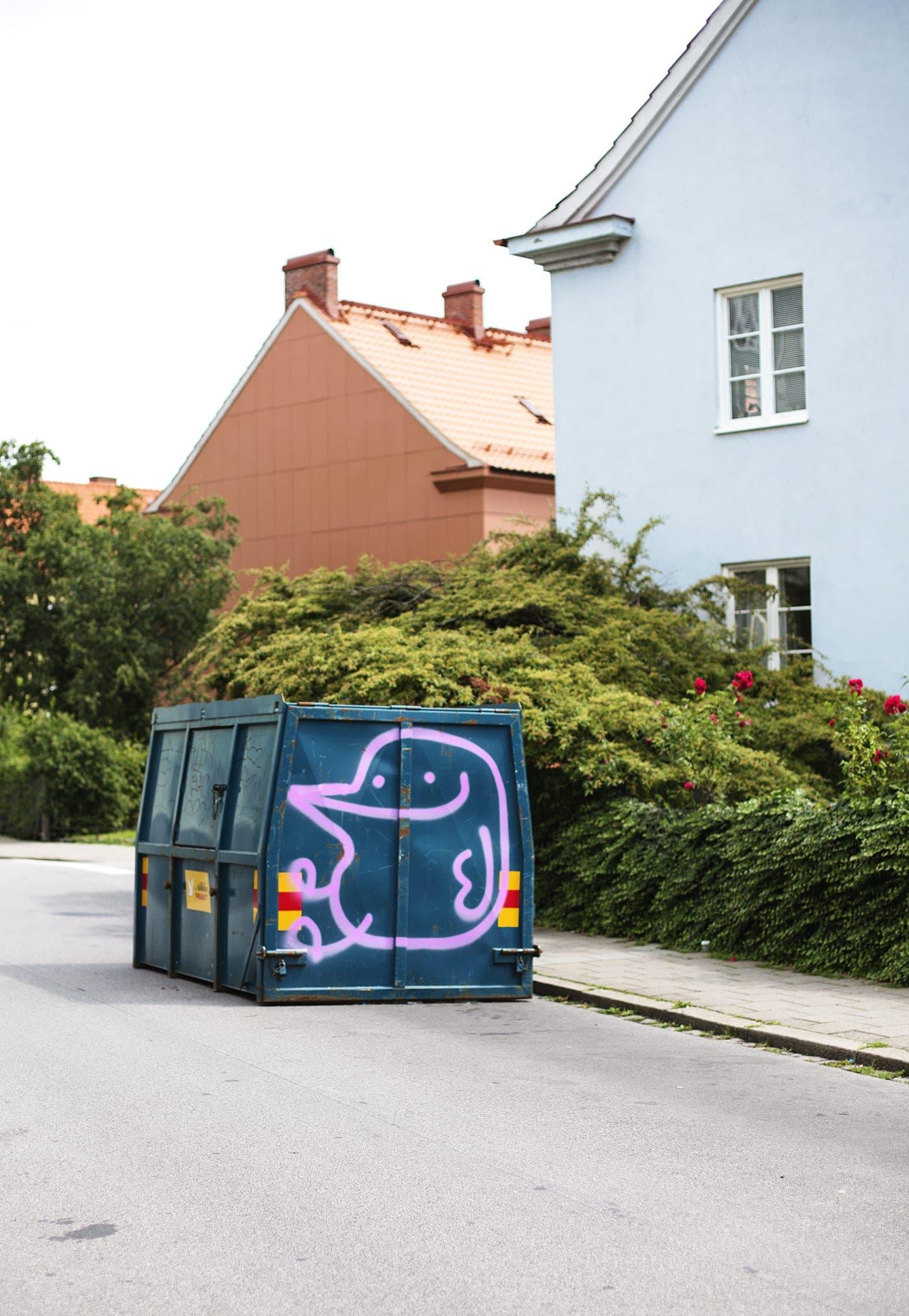copenhagen-wanderlust-dumpster-art