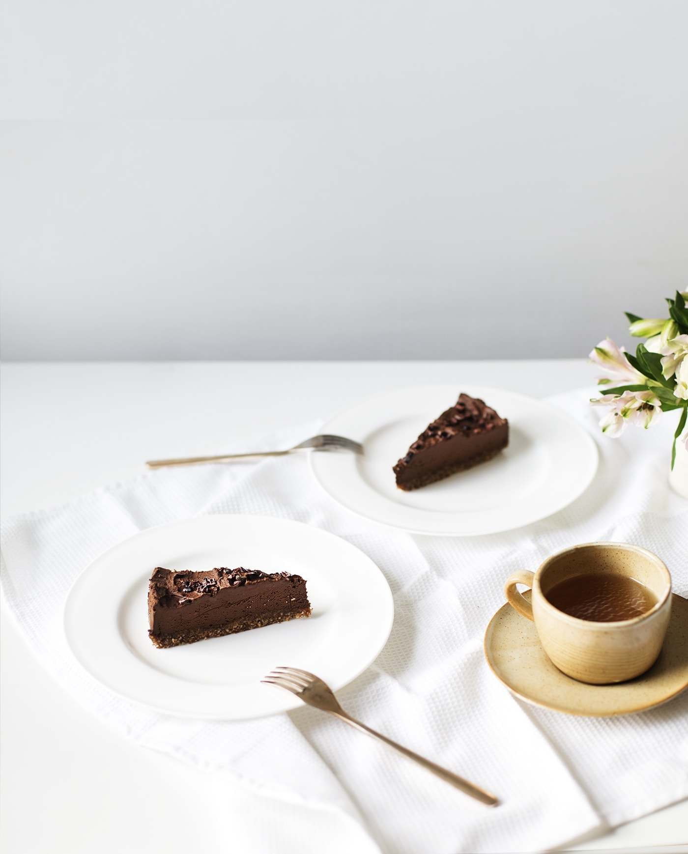 raw-avocado-chocolate-tart-recipe-paleo-dessert-gluten-free-dairy-free-healthier-sweet-treats
