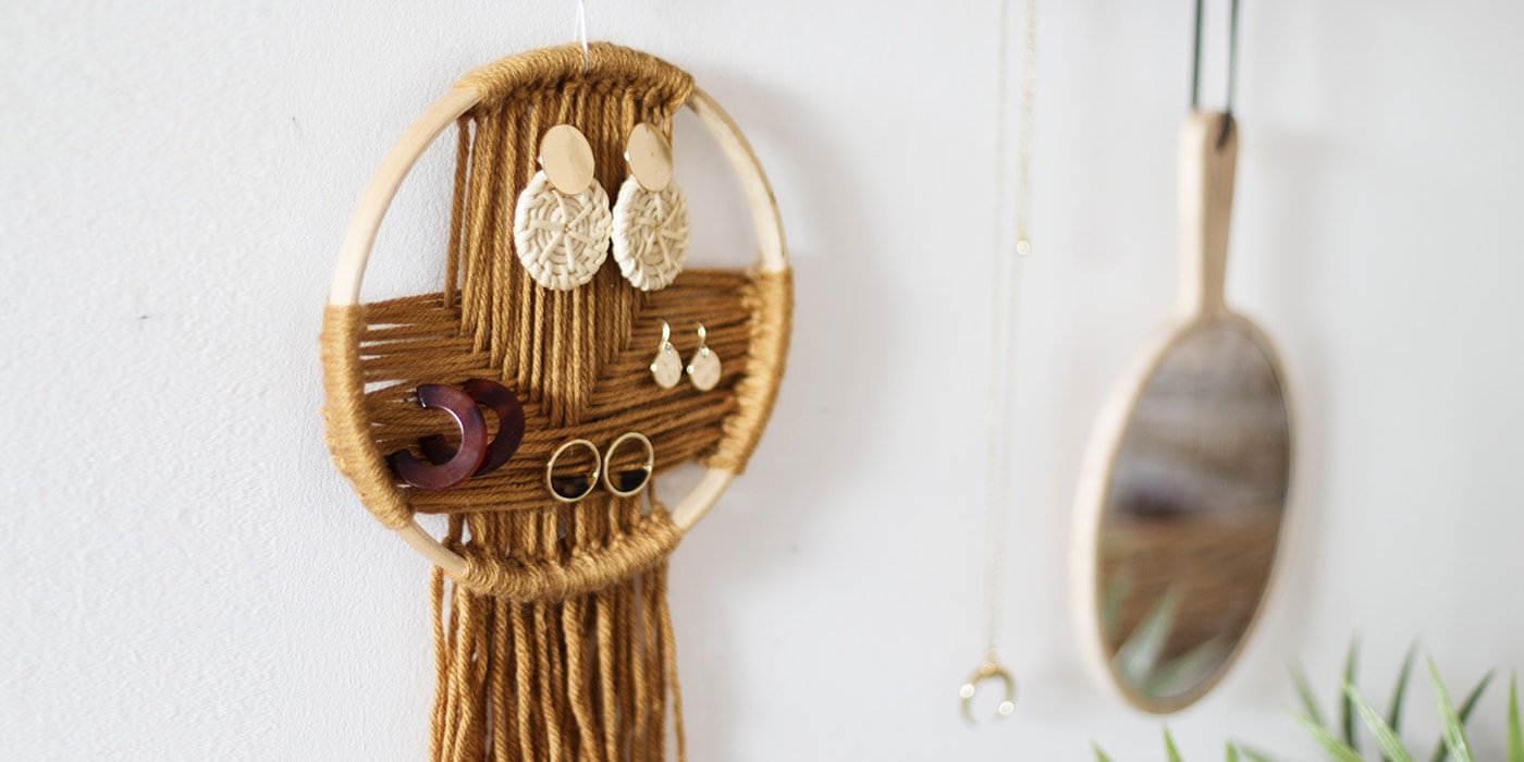 earring hanger feature