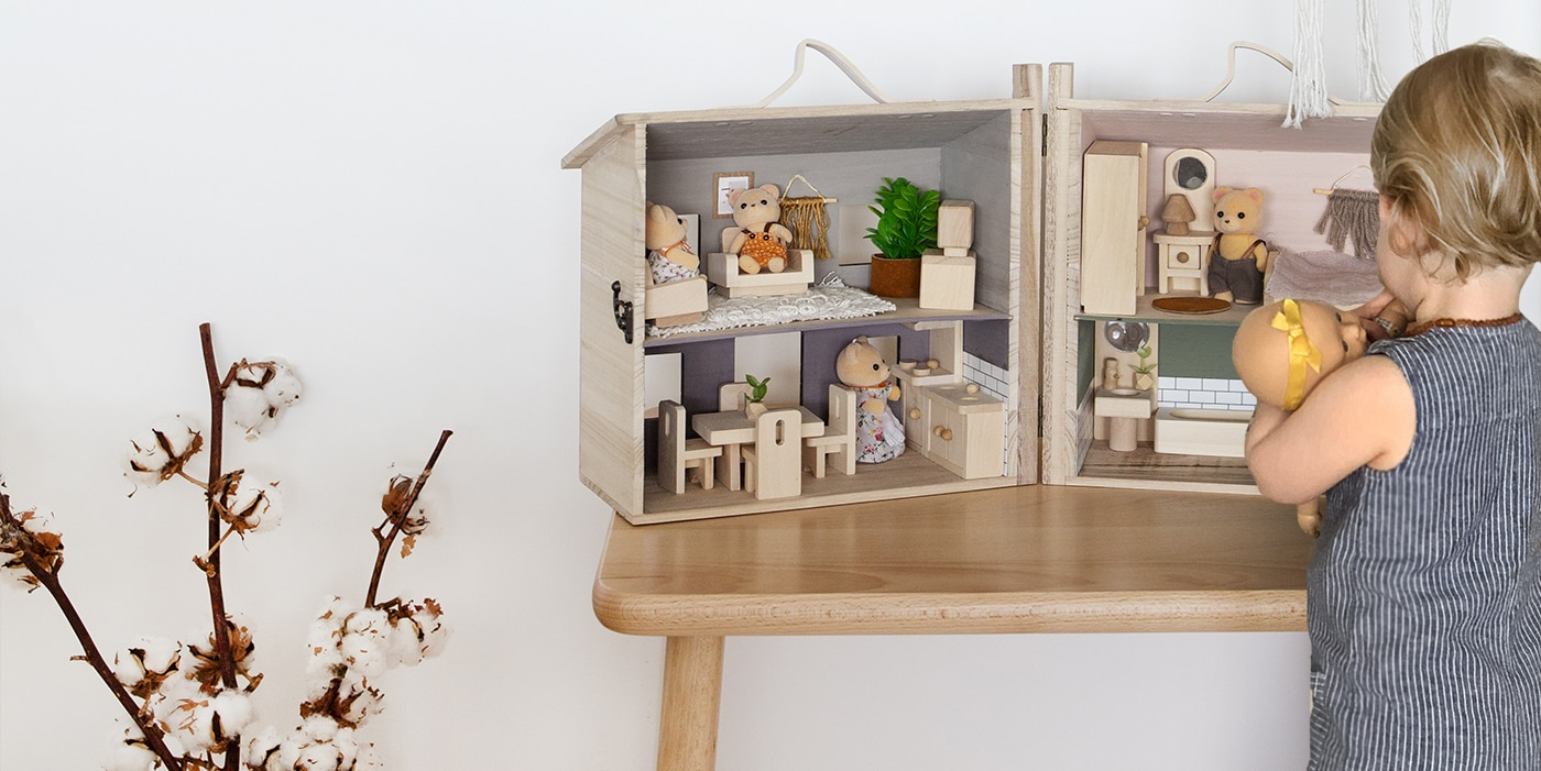 DIY dolls house feature