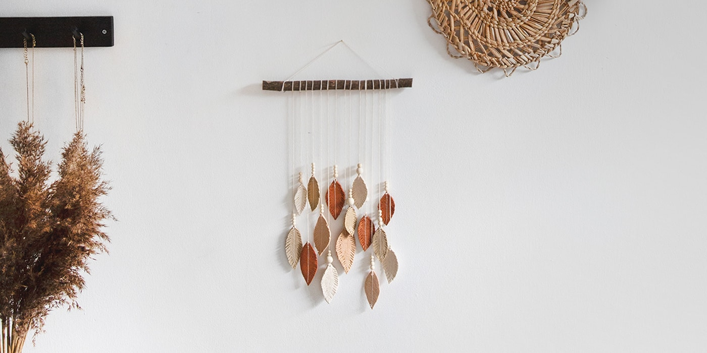 feature feather wall hanging