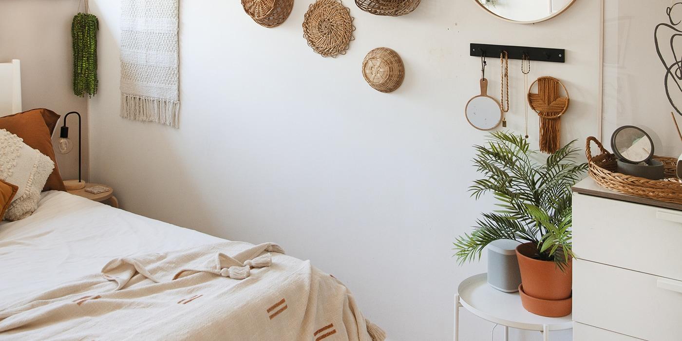 feature bedroom details